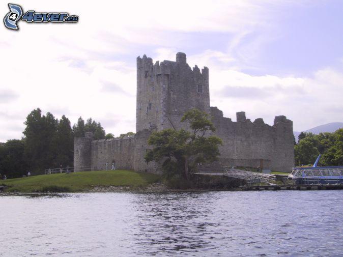 Burg Ross, See