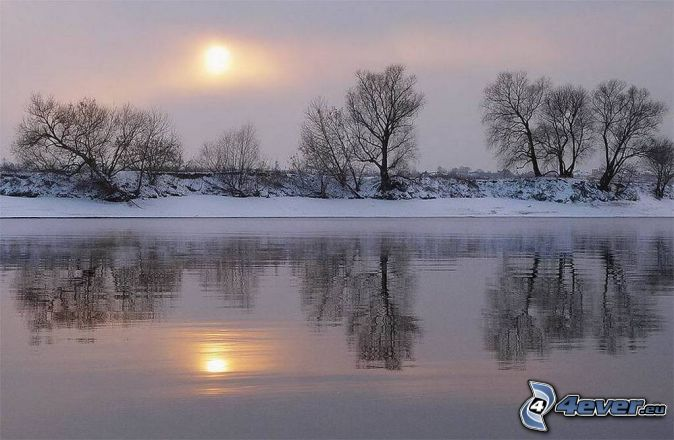 Sonnenuntergang im winter fluss