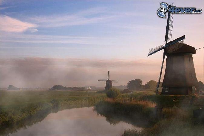 Windmühlen niederlande fluss boden nebel