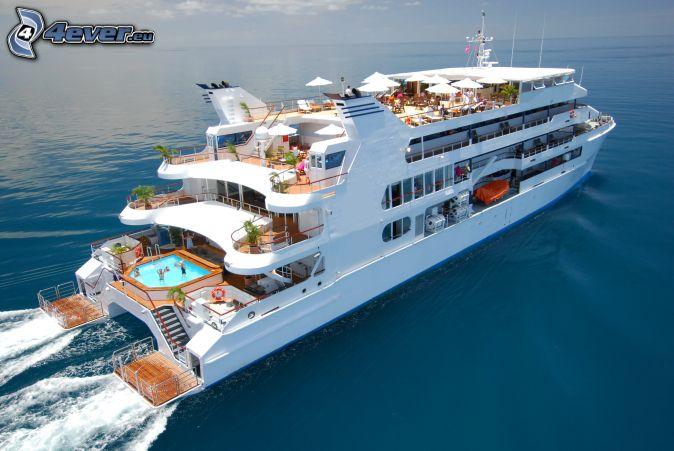 Luxus-Schiff, offenes Meer