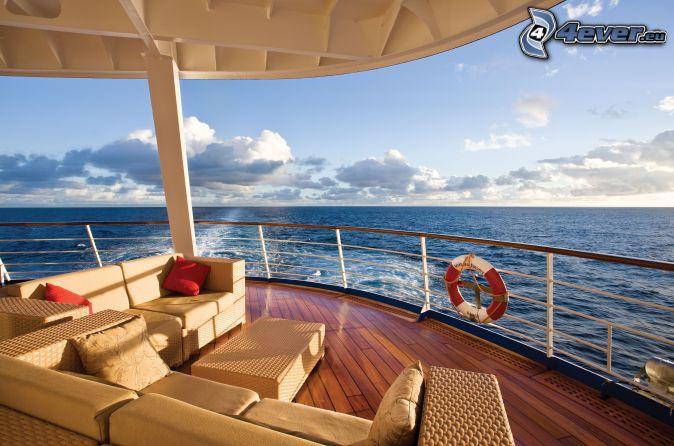 Schiff, Couch, offenes Meer, Wolken