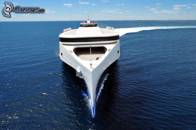 Yacht, Meer