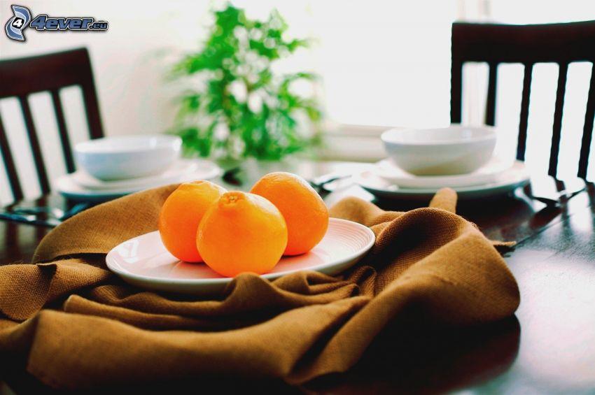 gedeckter Tisch, orangen