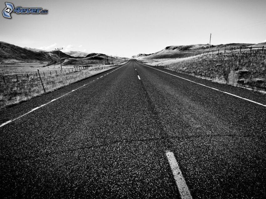 gerade Strasse, Berge, Schwarzweiß Foto