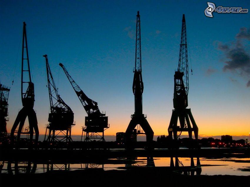 Hafen, Kran, Silhouetten, nach Sonnenuntergang