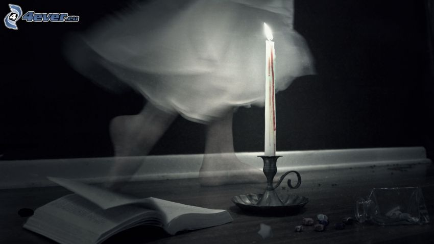 Kerze, Buch, Gespenst