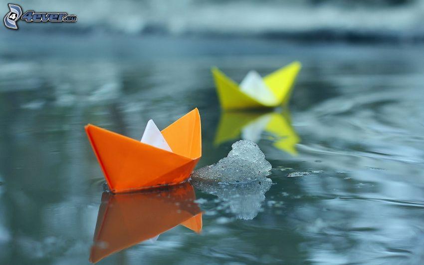 Papierboote, Wasser