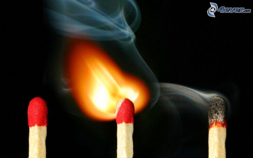 Streichhölzer, Feuer, Rauch