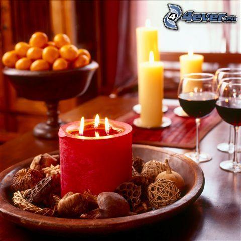 Tisch, Kerzen, Gläser
