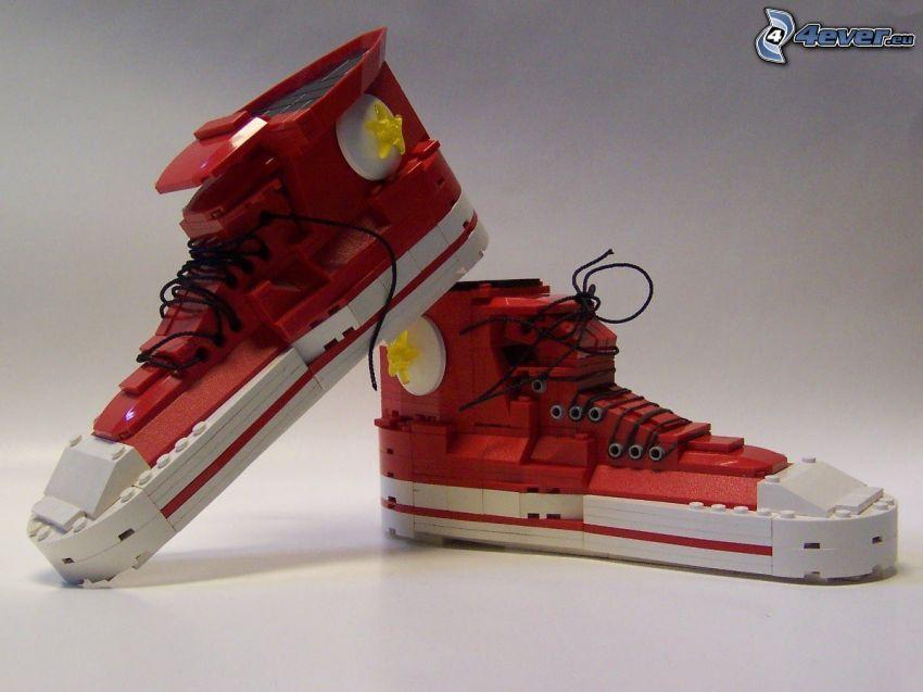 Turnschuhe aus Lego, Converse, rote Turnschuhe