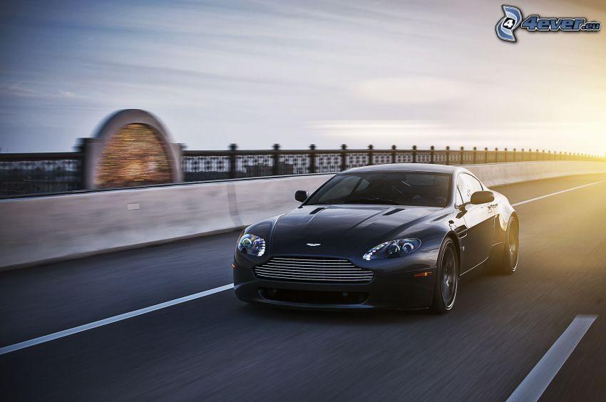 Aston Martin V8 Vantage, Geschwindigkeit