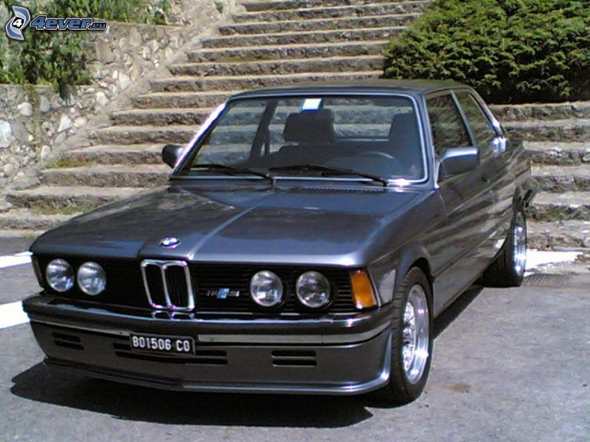 BMW E21, alte Treppen