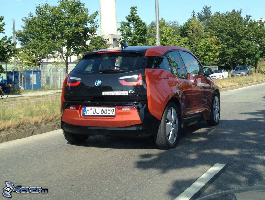BMW i3, Straße, Bäume