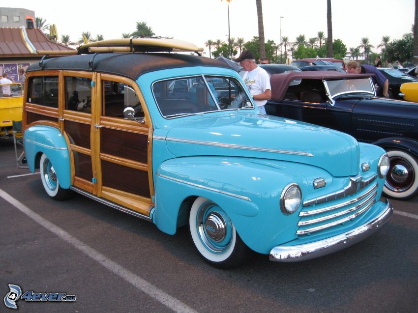 Ford Woody, Oldtimer, Parkplatz