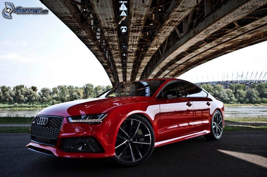 Audi RS7, unter der Brücke