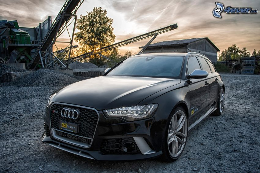 Audi S6, nach Sonnenuntergang, Bauplatz