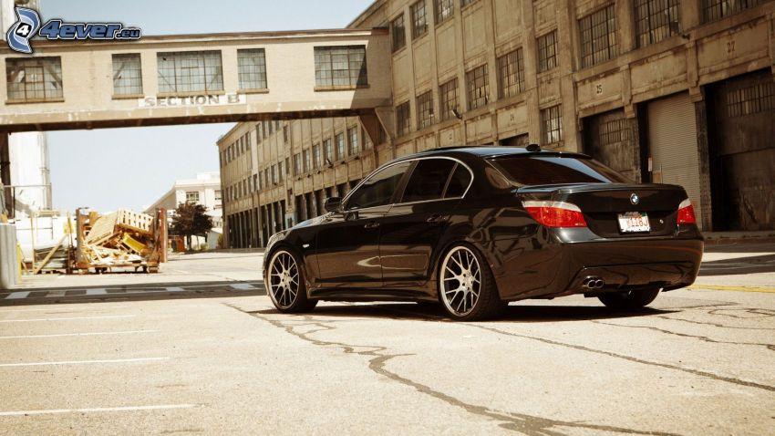 BMW 5, Gebäude