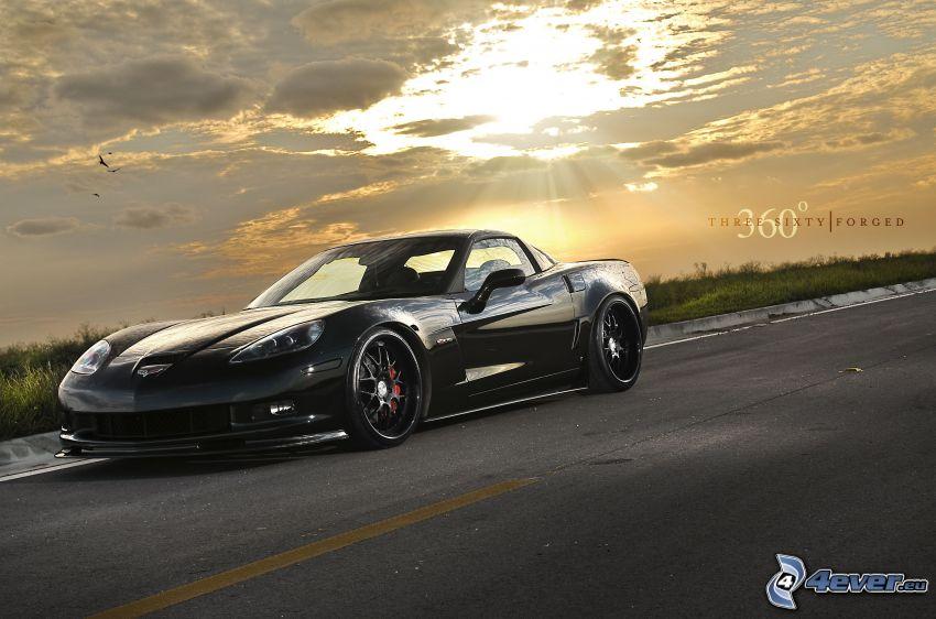 Chevrolet Corvette, Straße, Sonnenstrahlen hinter der Wolke