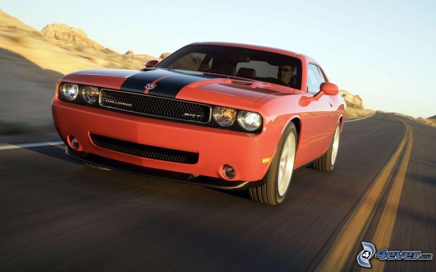 Dodge Challenger, Straße