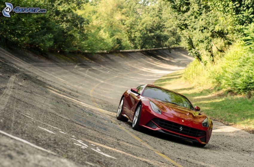 Ferrari F12 Berlinetta, Straße