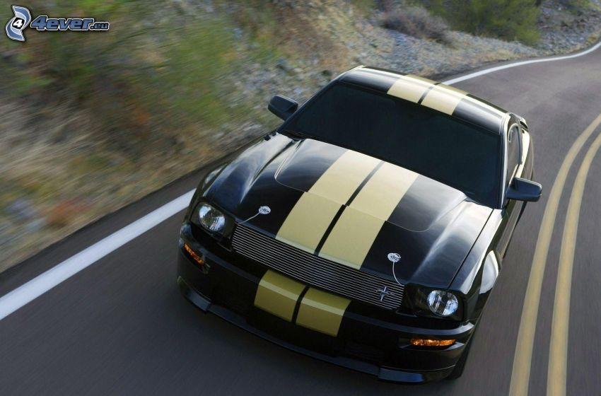 Ford Mustang, Straße