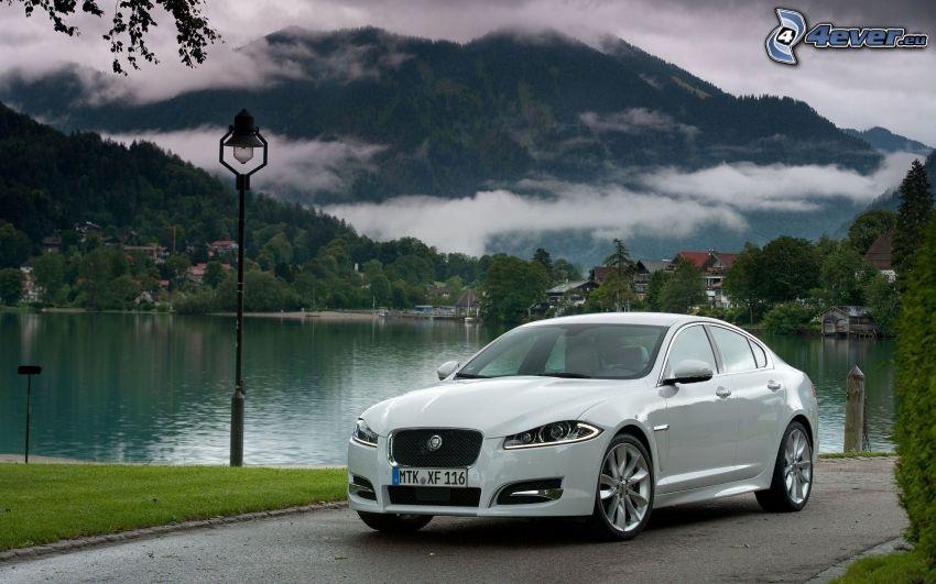 Jaguar XF, See, Berg