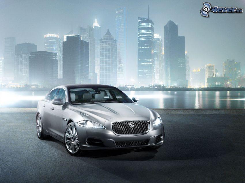Jaguar XJ, Wolkenkratzer, Licht