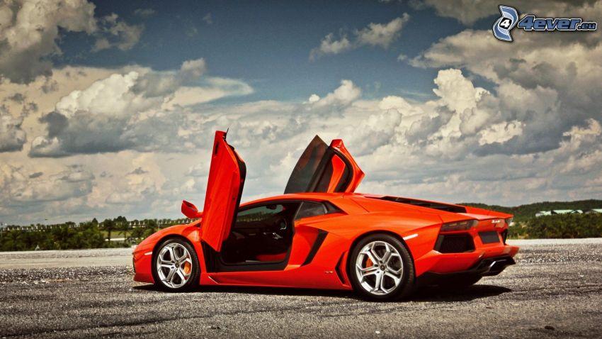 Lamborghini Aventador, Wolken