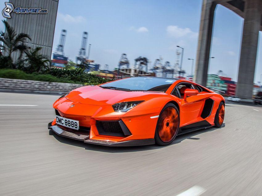 Lamborghini Aventador LP900, Geschwindigkeit, unter der Brücke
