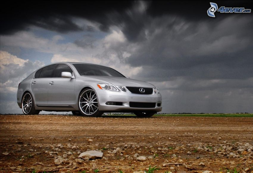 Lexus, Wolken