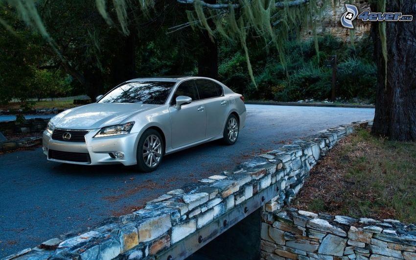 Lexus GS, Brücke