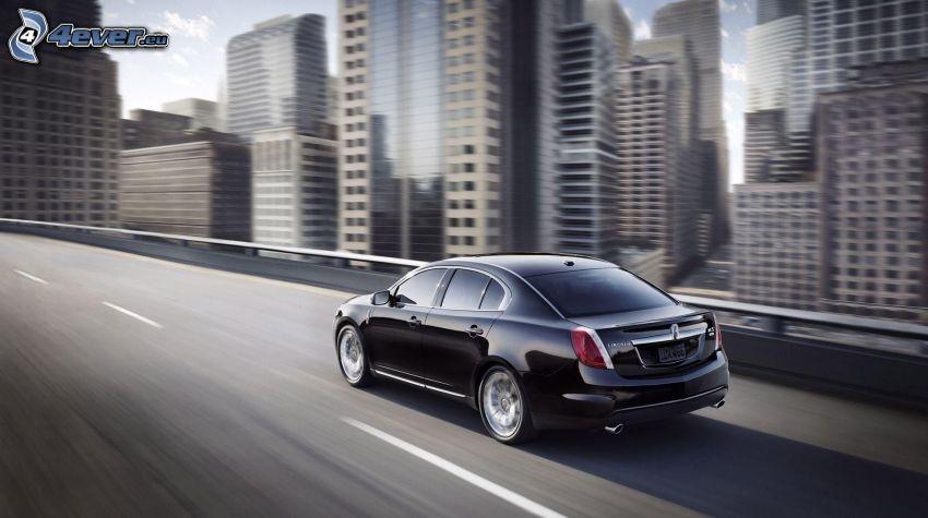 Lincoln MKS, Geschwindigkeit
