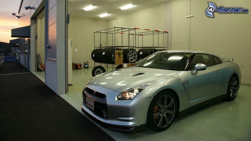 Nissan GT-R, Garage