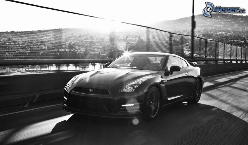 Nissan GT-R, Geschwindigkeit, Brücke, schwarzweiß