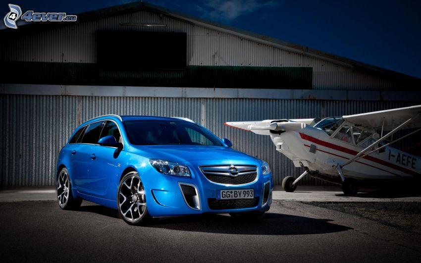 Opel Insignia OPC, kleines Sportflugzeug