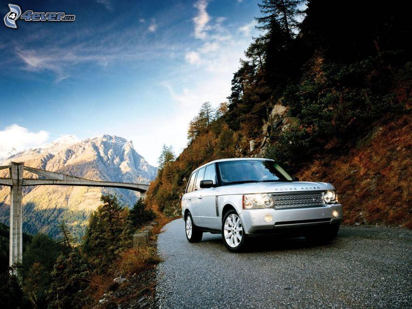 Range Rover, Brücke, felsiger Berg