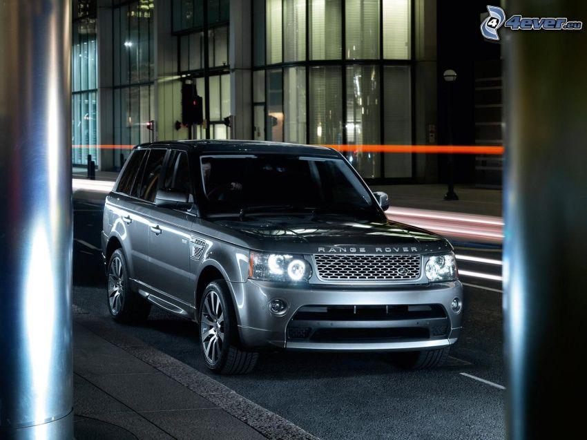 Range Rover, Säulen, Gebäude