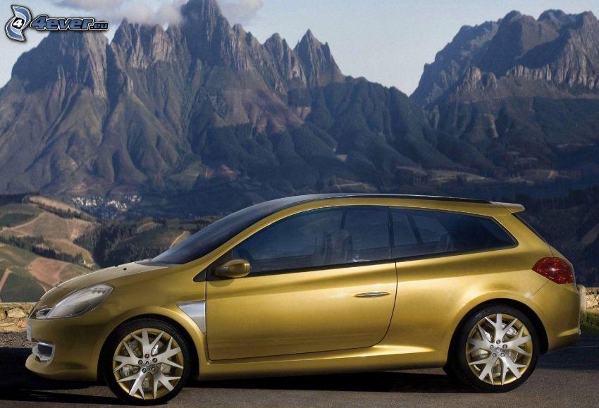 Renault Clio, felsige Berge