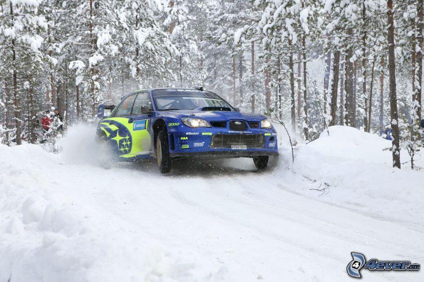 Subaru Impreza WRC, verschneiter Wald, Gelände, Schnee