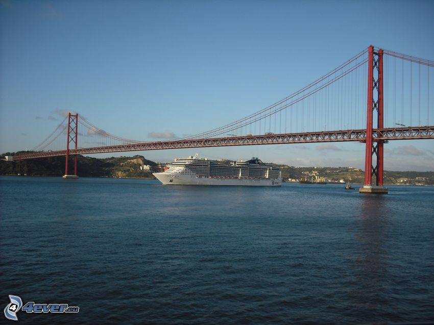25 de Abril Bridge, Luxus-Schiff