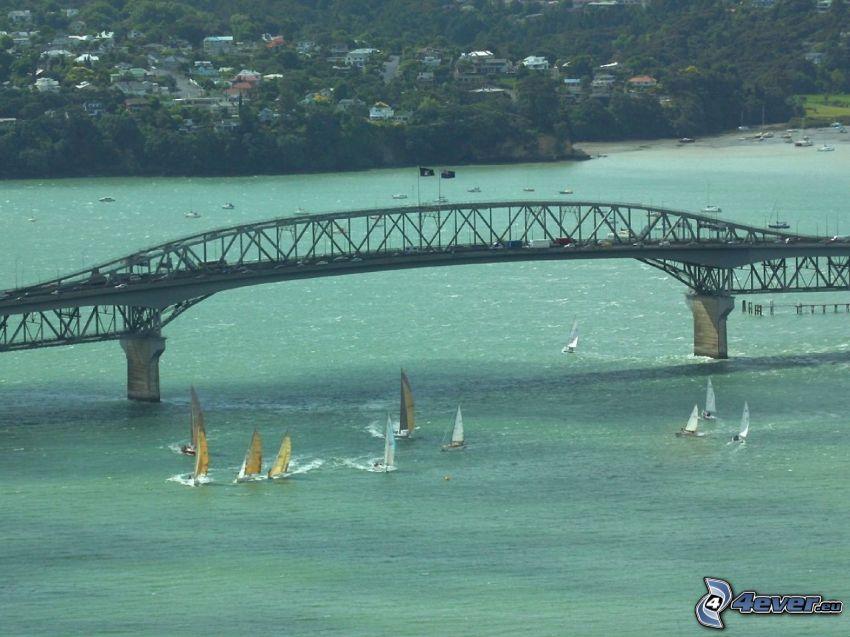 Auckland Harbour Bridge, Schiffen
