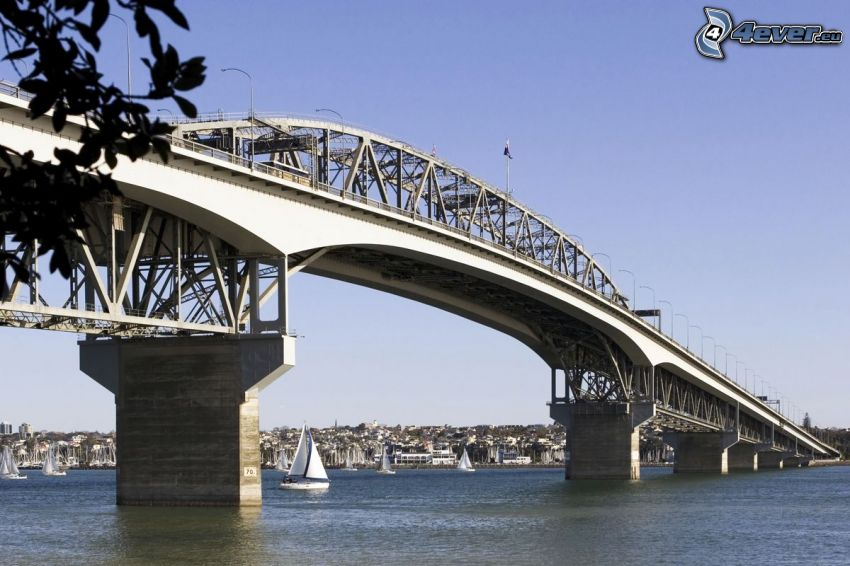 Auckland Harbour Bridge, Schiffen