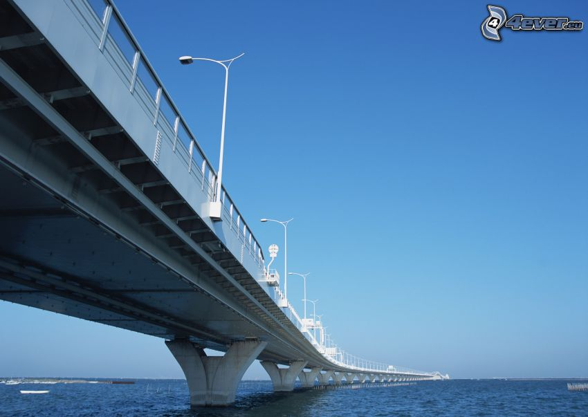 Autobahnbrücke, Meer