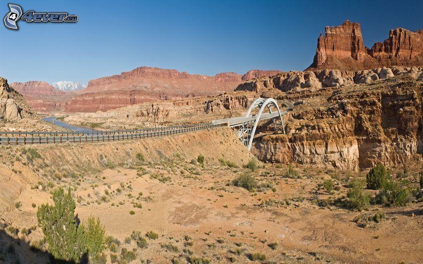 Brücke, Felsen in der Wüste