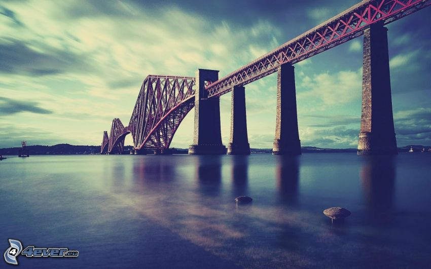 Forth Railway Bridge, Fluss