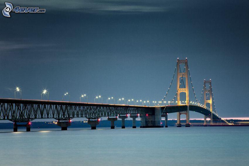 Mackinac Bridge, beleuchtete Brücke, Nacht
