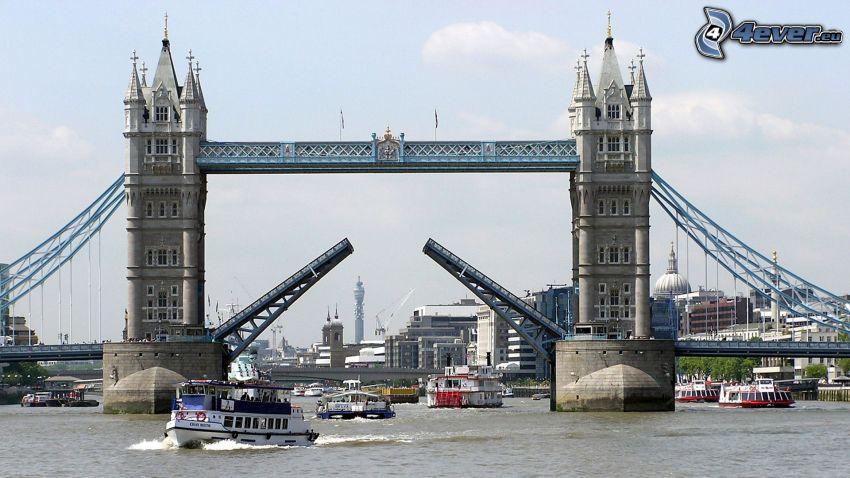 Tower Bridge, Themse, Schiffen