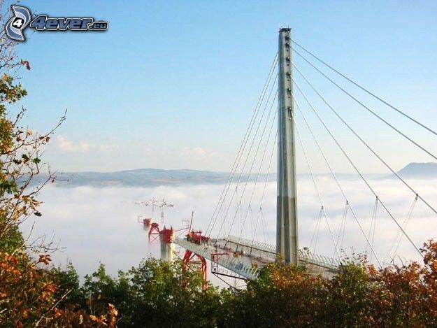 Viaduc de Millau, Bau, Kran, Brücke, Nebel, Inversionswetterlage