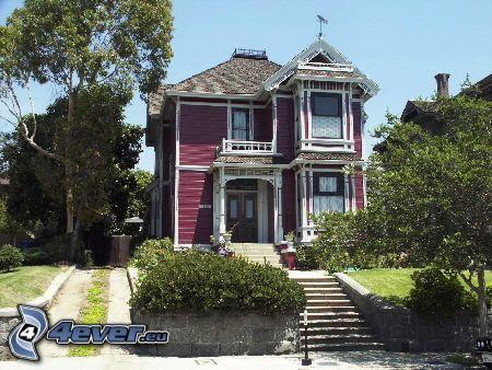 Haus, Charmed