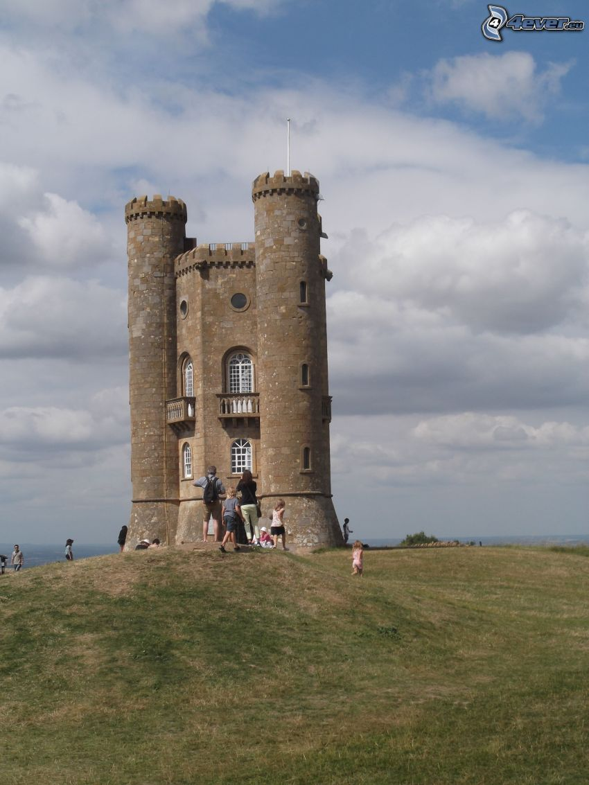 Broadway Tower, Touristen, Wiese